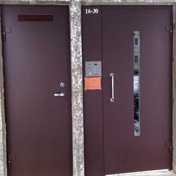 """Laiptinės ir rūsio durys - MB """"Valmetas"""""""